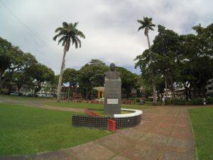 Pomnik jakiegoś zasłużonego dla wyspy gościa.